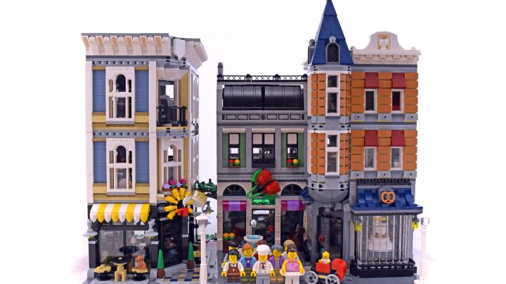 10225 Assembly Square LEGO Set